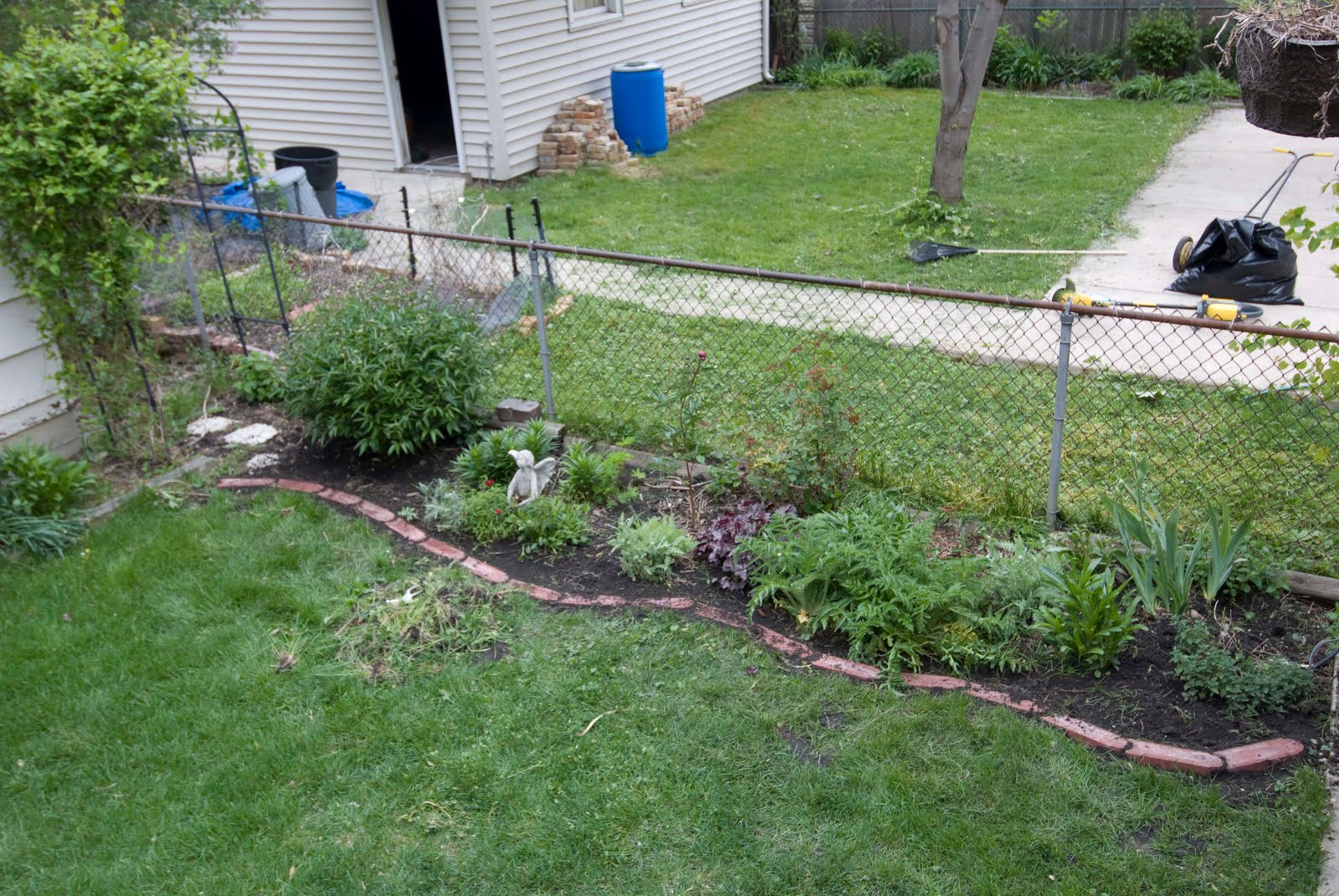 Brick Landscape Edging  GARDENING How to Put in Brick Edging
