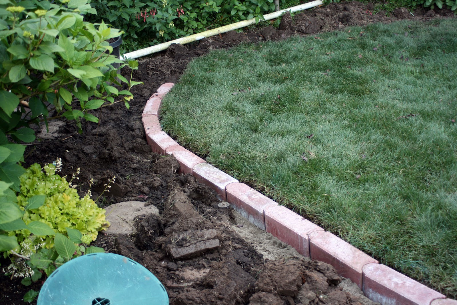 Brick Landscape Edging  Food and Garden Dailies Brick Edging For the Lawn