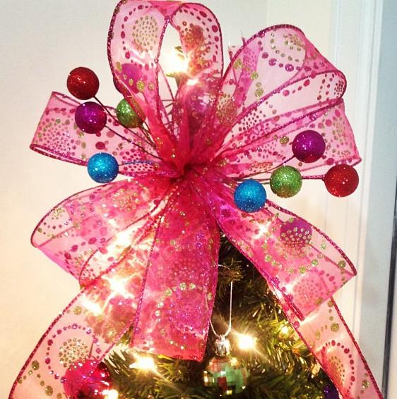 Christmas Bow DIY  DIY Christmas Tree Bow Topper The Denver Housewife