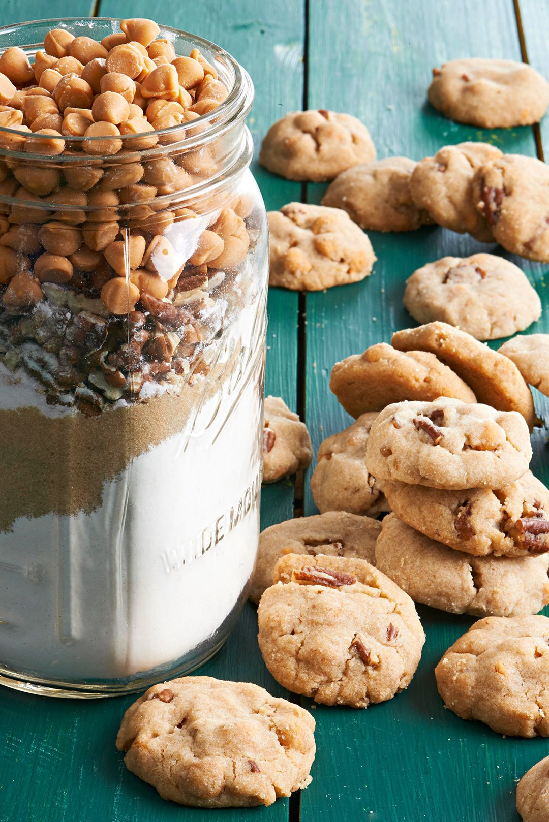 Christmas Cookies Movie 2020  16 Cookie in a Jar Recipes That Are Perfect Gifts in 2020