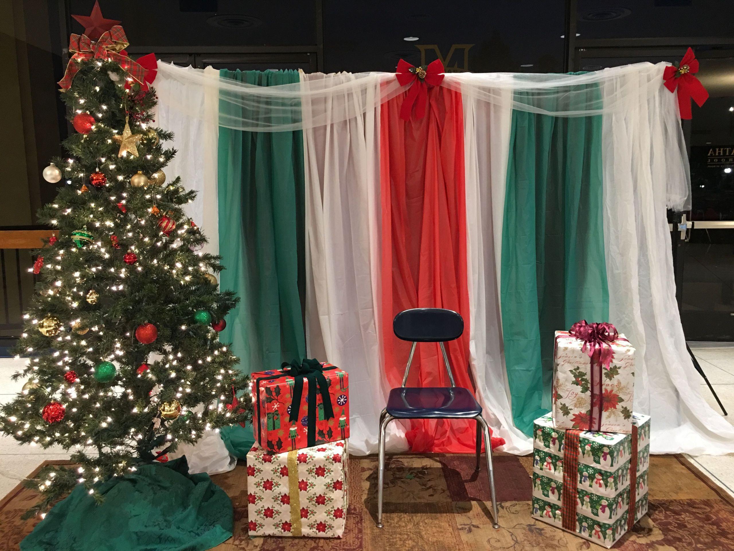 DIY Christmas Photography Backdrop  DIY easy Christmas Santa photobooth backdrop plastic