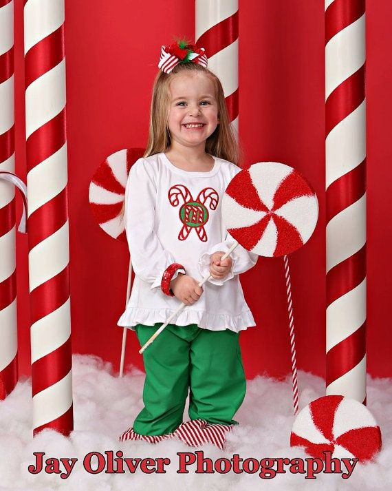 DIY Christmas Photography Backdrop  DIY ideas for Christmas background props ribbon on white