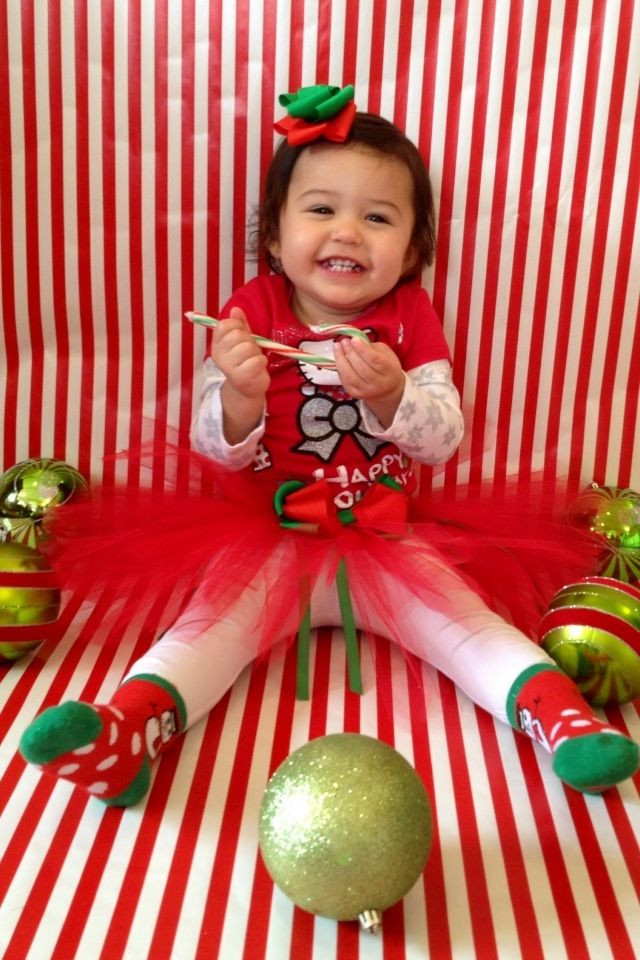 DIY Christmas Photography Backdrop  DIY PHOTOSHOOT Tape wrapping paper to floor and wall for