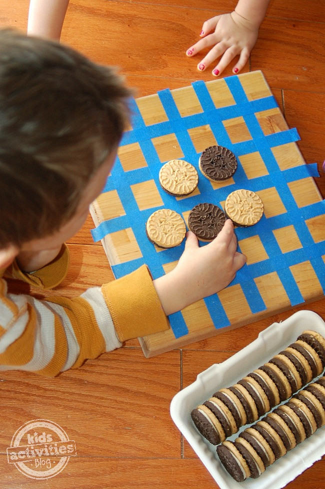 """DIY Games For Toddlers  Cookie Othello """" Homemade Game for Kids"""