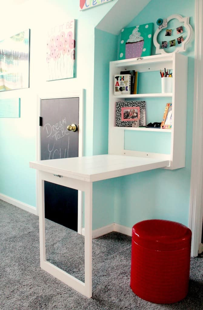 DIY Kids Desk Ideas  30 DIY and Craft decorating ideas for a playroom or kid s