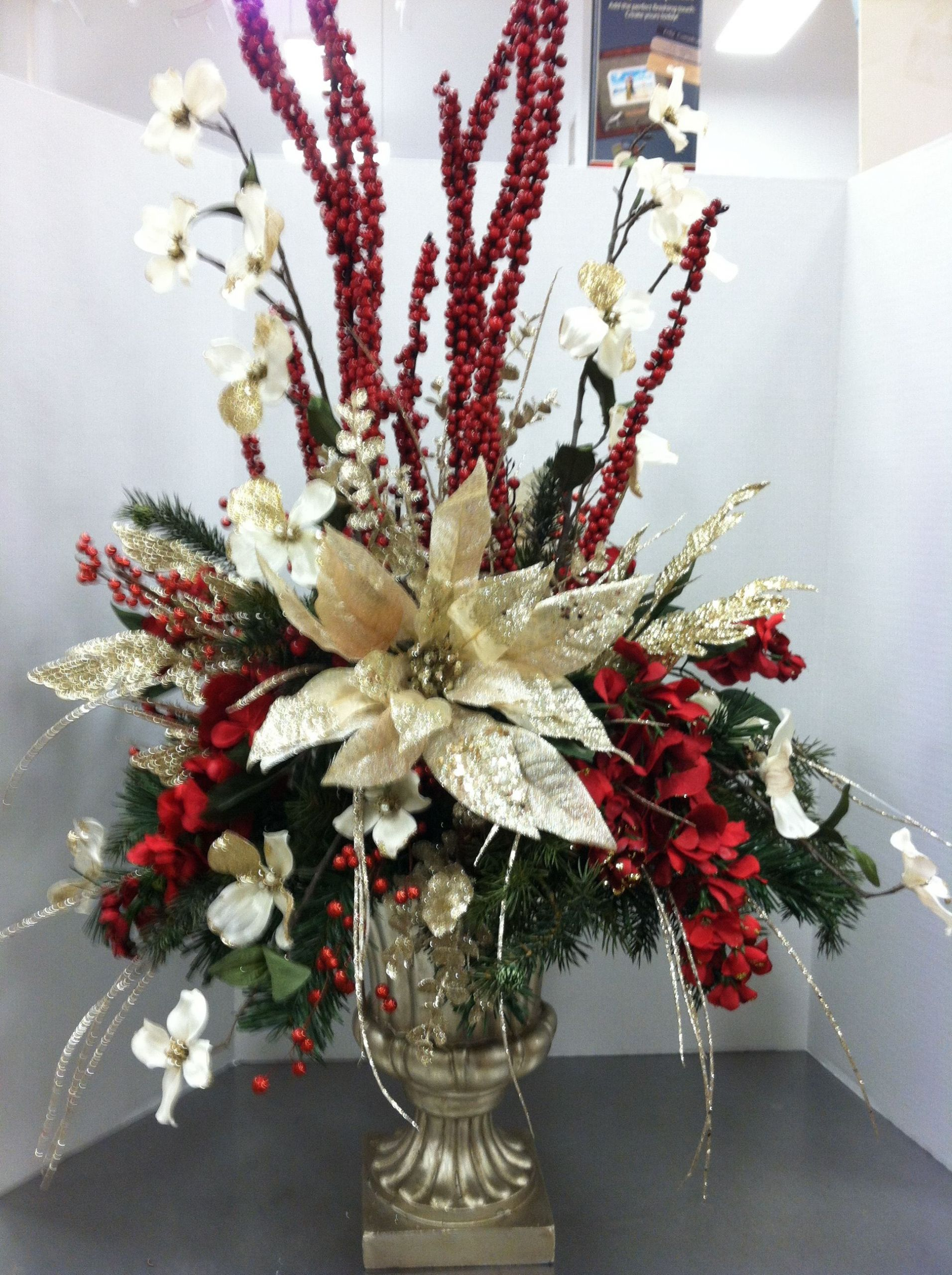 Homemade Christmas Flower Arrangements  Trina this would be beautiful for Christmas arrangement