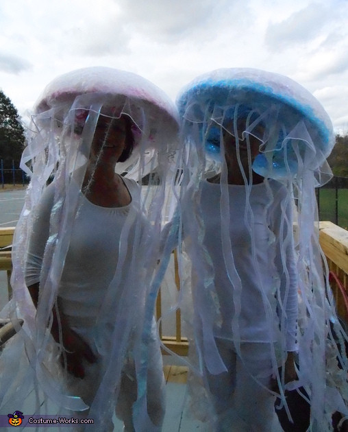 Jellyfish Costume DIY  DIY Jellyfish Costumes Costume Works 2 5
