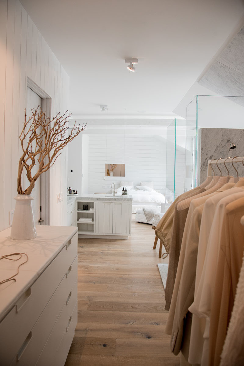 Master Bedroom Bathroom  This Bathroom And Walk In Closet bination Are Fully