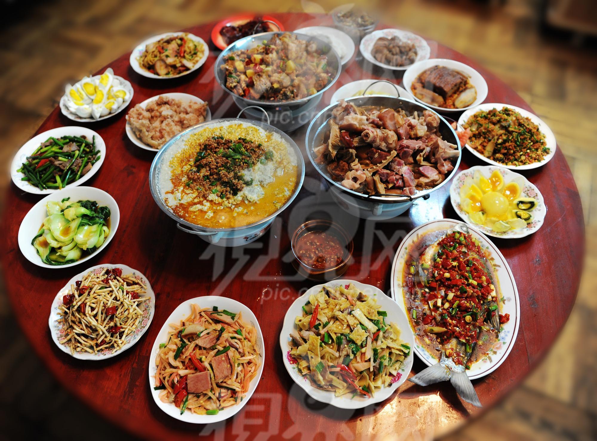 New Year Day Dinner Traditions  ¡Feliz año nuevo Happy New Year