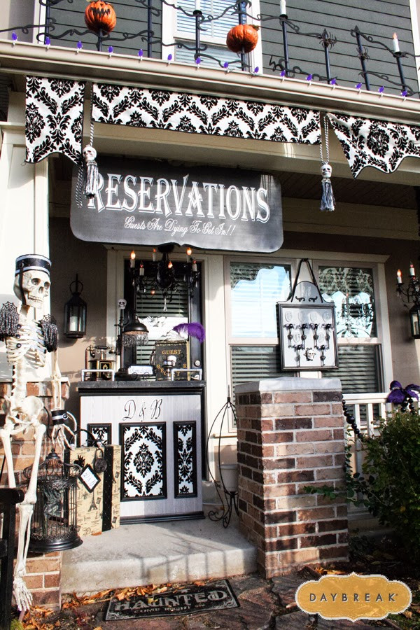 Porch Decorated For Halloween  11 Halloween Front Porch Decorating Ideas Pretty My Party