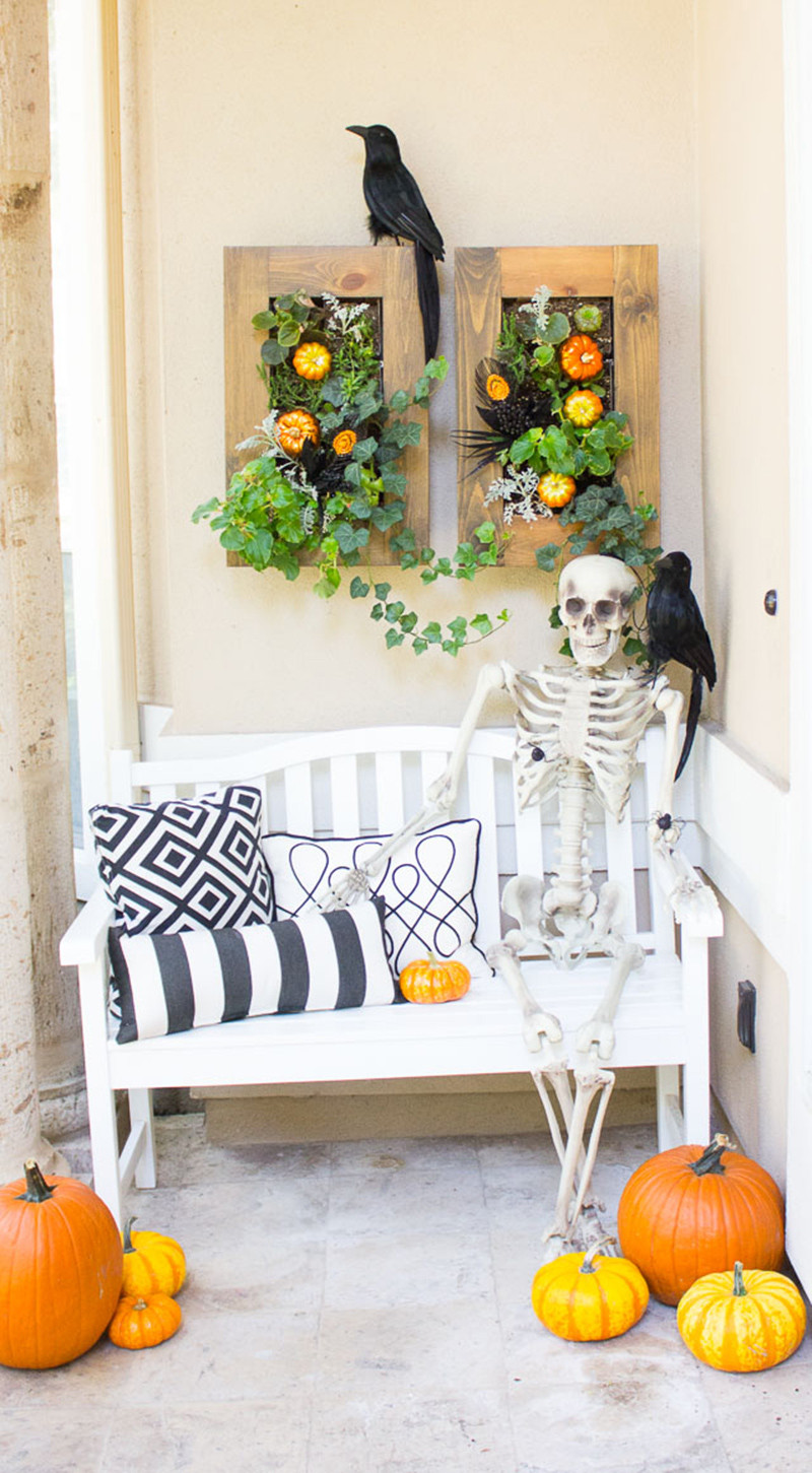 Porch Decorated For Halloween  20 Fun and Spooky Halloween Porch Decorating Ideas