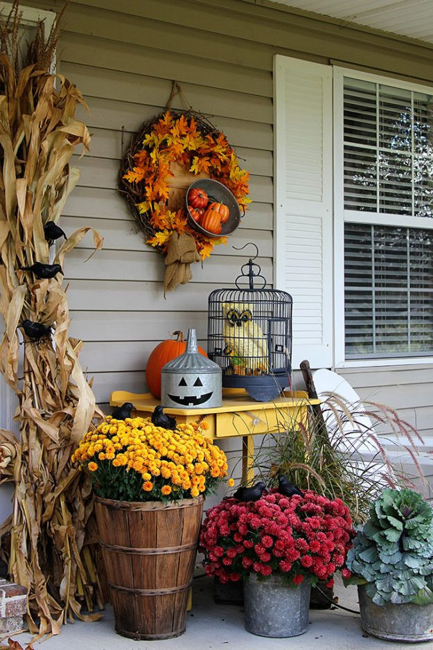 Porch Decorated For Halloween  Halloween porch decorating ideas you can actually do