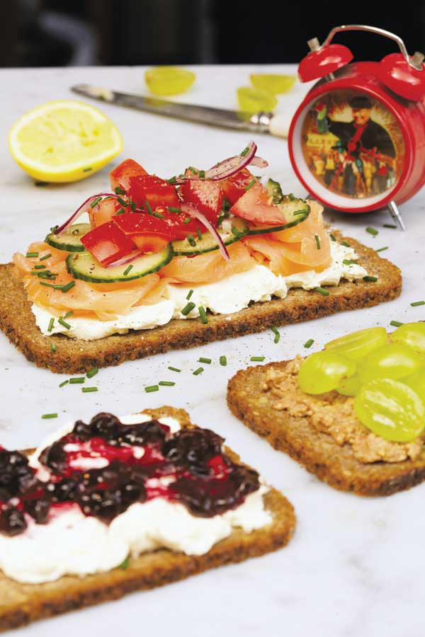 Quick Breakfast Recipes With Bread  Easy Breakfast Ideas Topped Rye Bread Food and Recipes