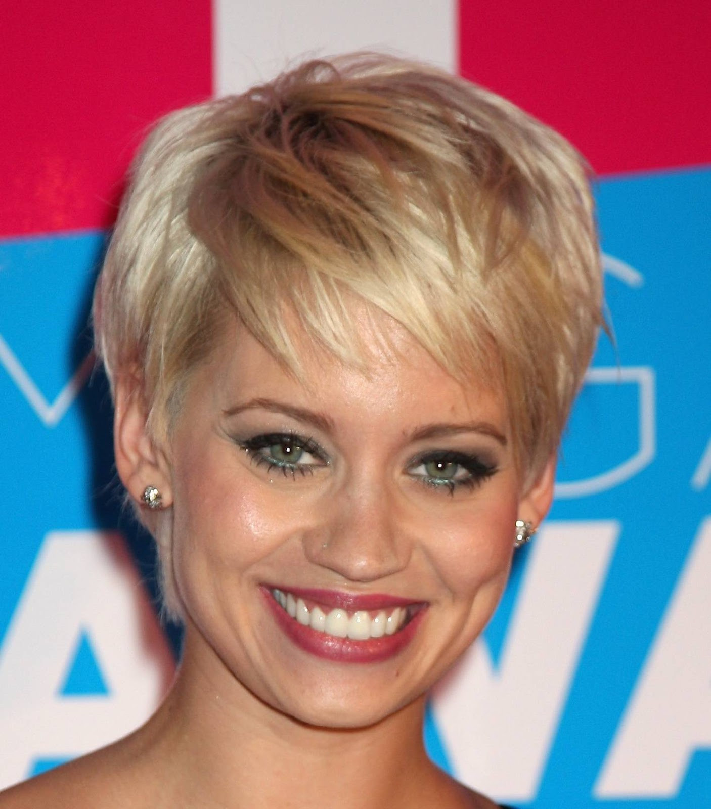 Round Face Short Haircuts  43 Short haircuts for round face women