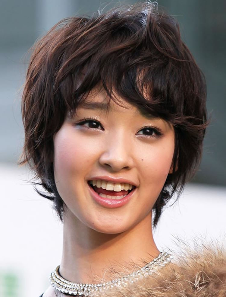 Round Face Short Haircuts  Hairstyles for Round Faces