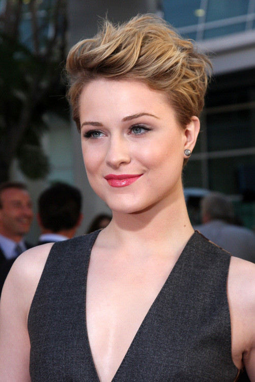 Round Face Short Haircuts  10 Cute and Sassy Short Haircuts for Round Faces Mashoid