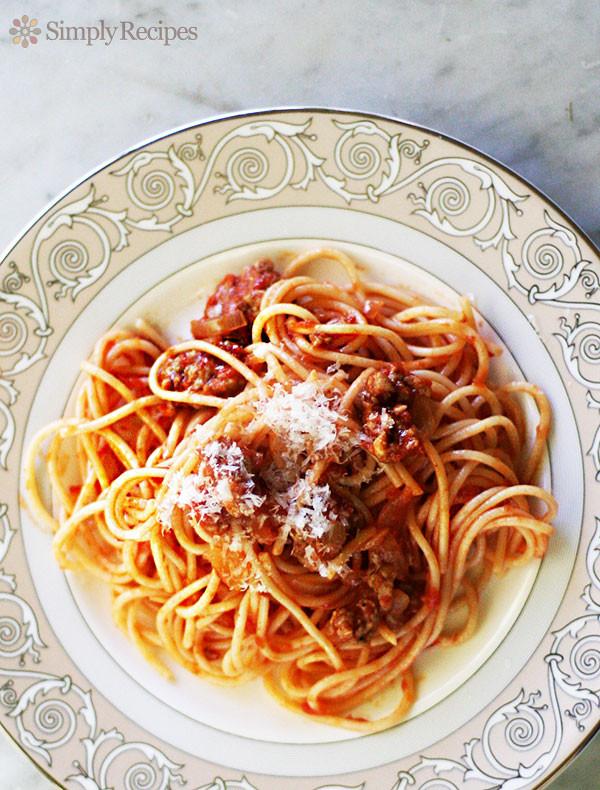Spaghetti With Italian Sausage  EASY Italian Sausage Spaghetti Recipe