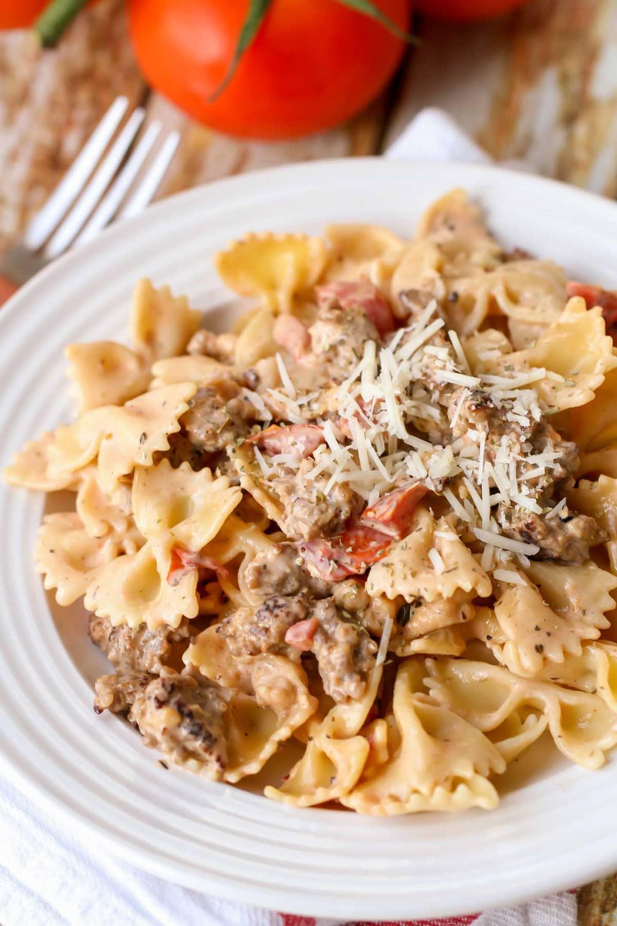 Spaghetti With Italian Sausage  Easy Italian Sausage Pasta VIDEO