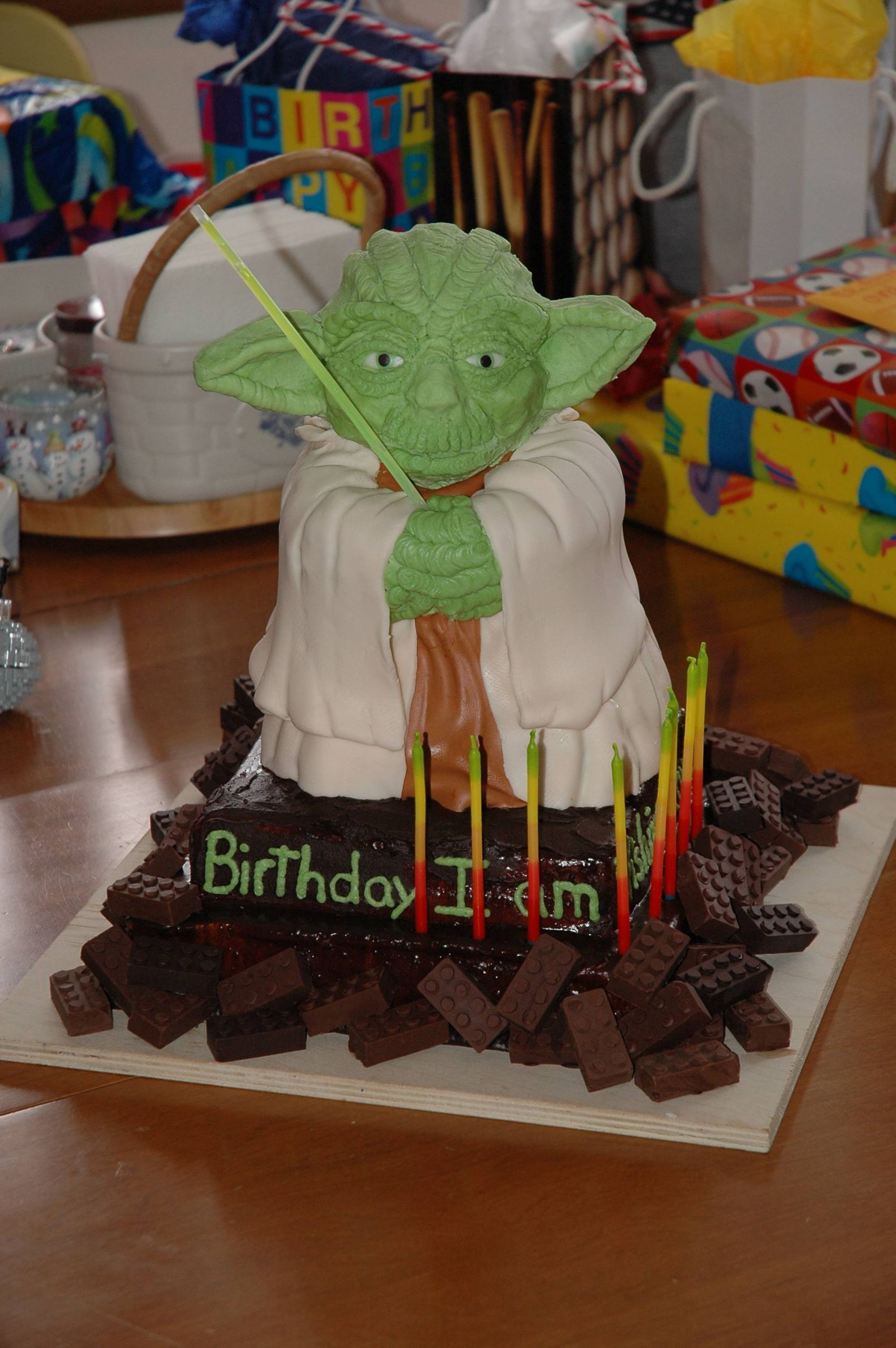Yoda Birthday Cake  Master Yoda Birthday Cake [geekPicture]